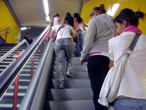 地下鉄女すり5人組